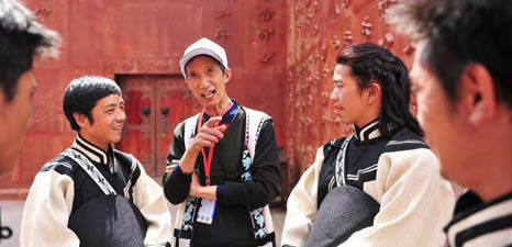 People visit Wumengshan history and culture museum of Yi ethnic group