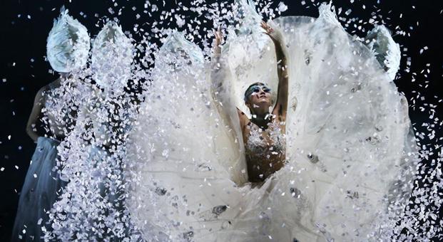 Chinese dancing master Yang Liping gives performance in Tianjin