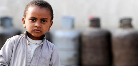 Yemenis wait for gas supplies in Sanna