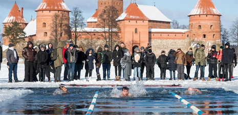 25-meter winter swimming race held in Trakai, Lithuania