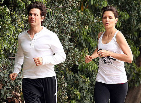 Tom Cruise and Katie go jogging together in M